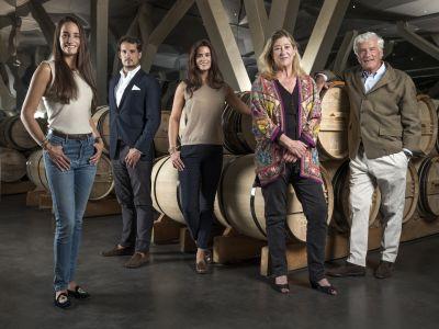La famille Bignon-Cordier dans le grand chai